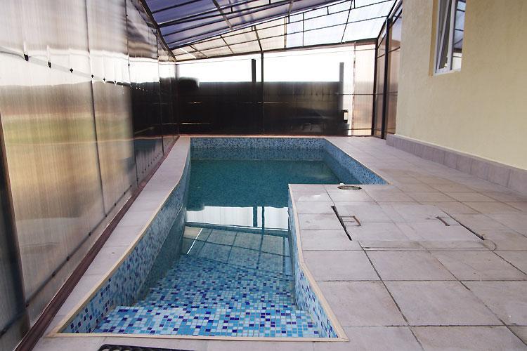 Баня в «Найт Сити» фото бассейна